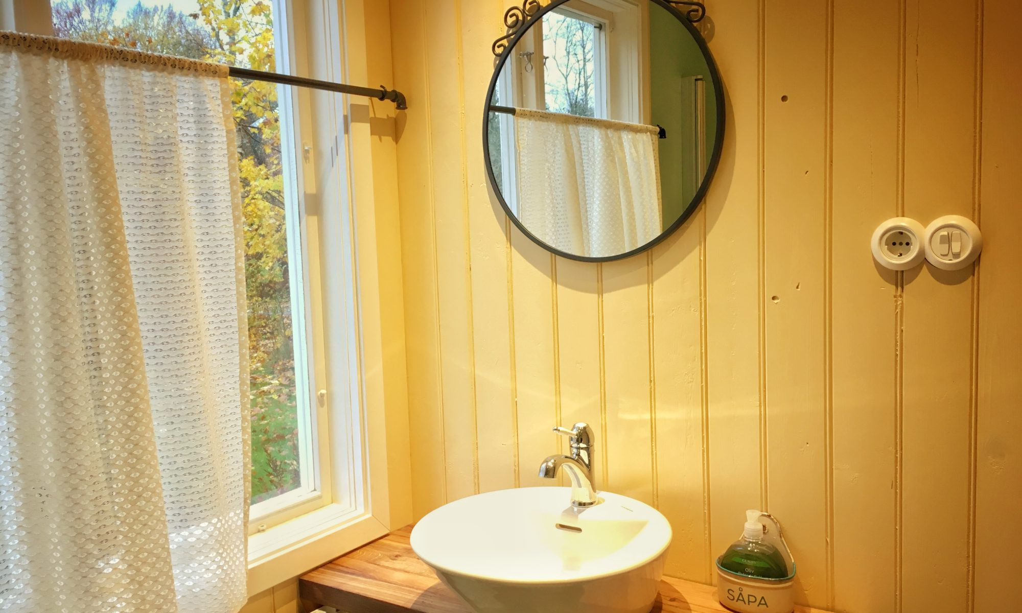 Handfat med IKEA spegeln Ekne